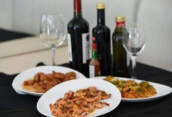 Sequência de 12 pratos mostra a versatilidade do camarão  ( Ed Alves/CB/D.A Press)