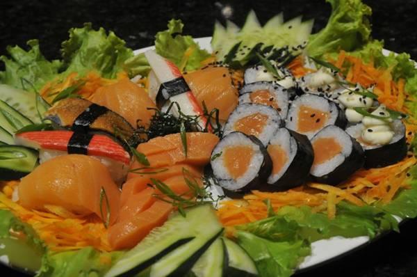 Rolls (sushis) são um entre os cinco produtos servidos sob forma de rodízio no restaurante São Paulo (Minervino Junior/CB/D.A Press)
