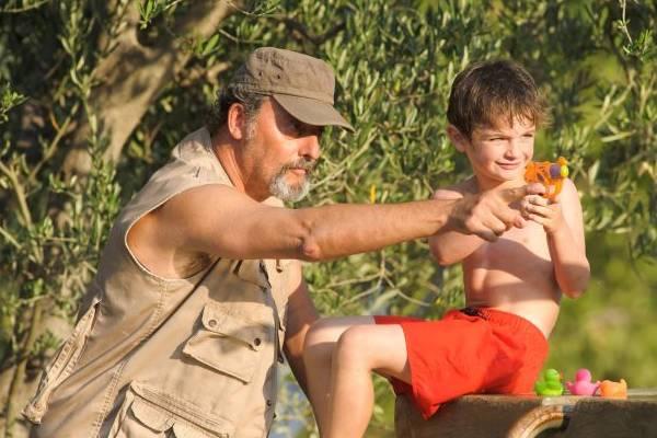 Avô e neto descobrem uma nova forma de amar em Meu verão na Provença  (Pandora Filmes/Divulgação)