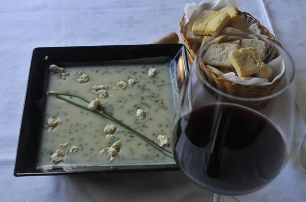 O creme de batata com roquefort faz boa dupla com vinho tinto  (Minervino Junior/CB/D.A Press)