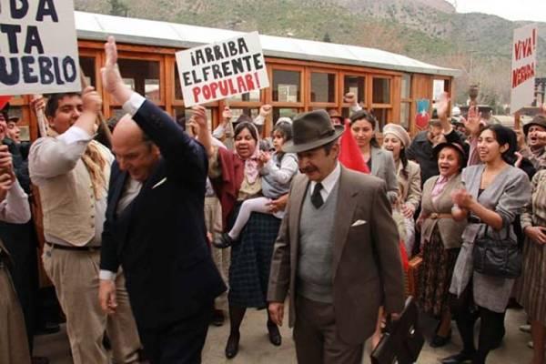 O ator José Secall interpreta o 'fugitivo' Neruda (Extremo Sur Films/Divulgação)