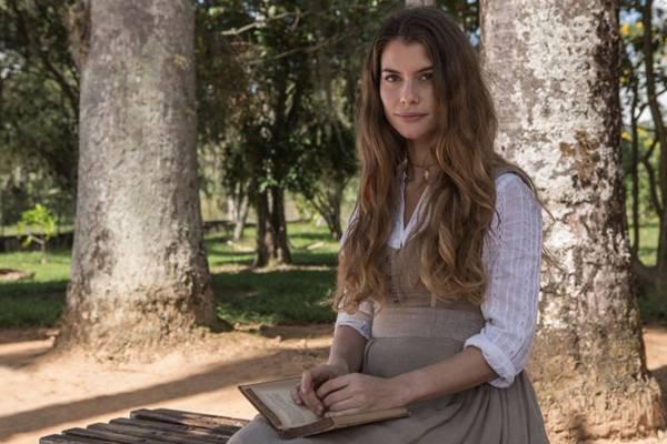 Alinne Moraes se divide entre a vocação religiosa e o amor em Além do tempo (Globo/ Fabio Rocha)