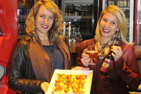 Marta Liuzzi e Flávia Attuch: mercado de cervejas especiais aquecido durante o inverno (Antonio Cunha/CB/D.A Press)