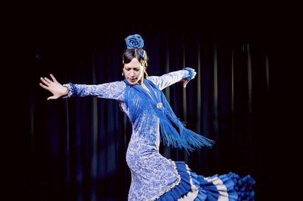 A espanhola Sara Pérez é a solista do espetáculo que abre o Seminário Internacional de Dança (Flamencuras/Divulgação)