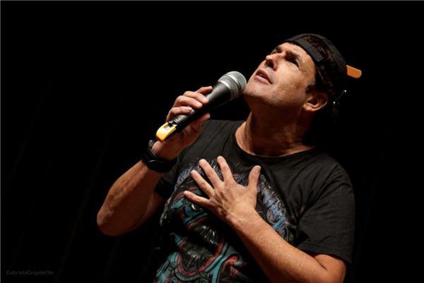 A trajetória do ator é contada com bom humor nos palcos (Marcello Terra/Divulgação)