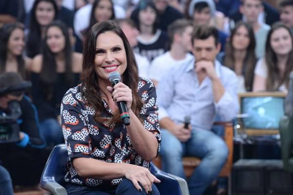 Laura Müller responde às perguntas sobre a temática no programa Altas horas  (Zé Paulo Cardeal/Divulgação)
