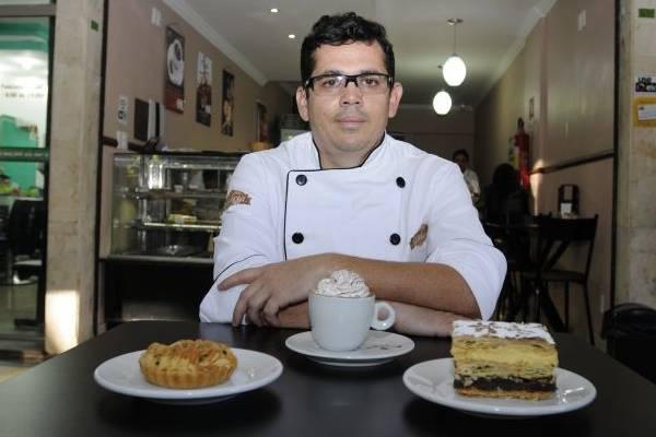 Silvinho Cunha associa a leveza da mil-folhas com a minitorta de frango adaptada ao paladar brasileiro  (Carlos Moura/CB/D.A Press)