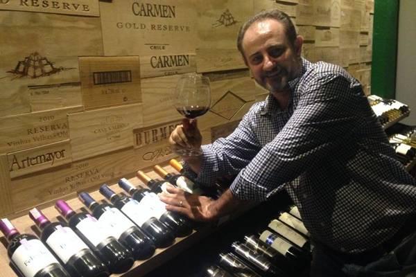 Gilberto Zortea comanda adega com 3,8 mil garrafas (Liana Sabo/CB/D.A Press)