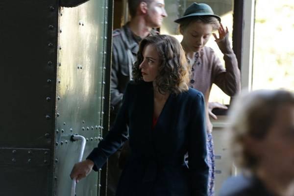 Mulher faz cirurgia plástica depois de passar por torturas no campo de concentração nazista  (Imovision/Divulgação)