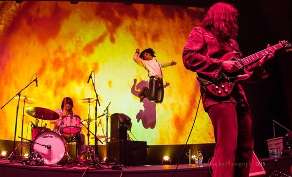 A banda Strange Days será a principal atração da festa Brasília on the Rocks (Reprodução/Internet)