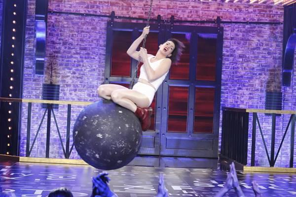 Anne Hathaway mostra versatilidade no reality (Comedy Central/Divulgação)