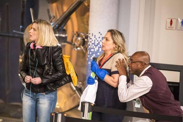 Heloisa Périssé, Nando Cunha e Dani Valente no seriado Tomara que caia (Paulo Belote/TV Globo)