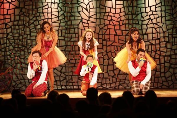 Em Sassariquinho, as crianças ganham os corredores do teatro para dançar