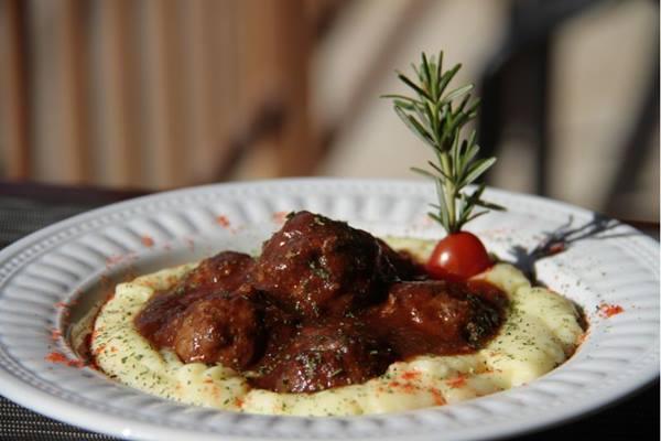 Para os chefs, a mistura das três carnes tem uma lembrança da caseira receita do bolo de carne