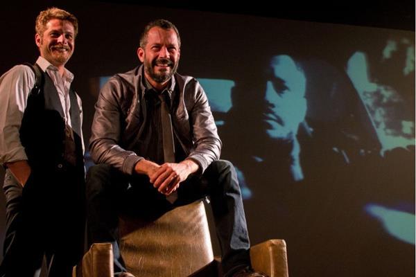 Os atores voltam a encarar o palco juntos, seis anos depois (Evandro Halabey/Divulgação)