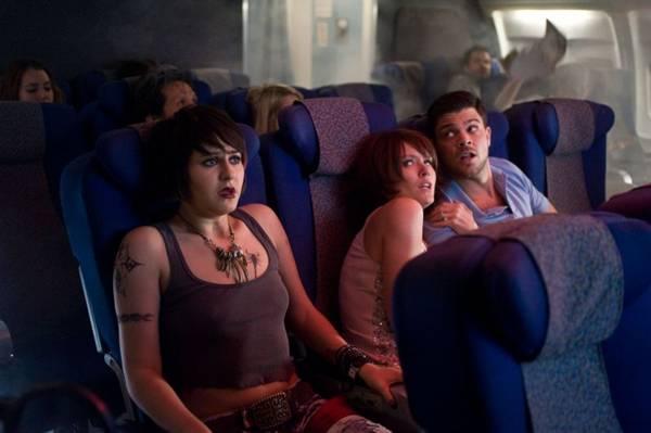 Passageiros notam uma força sobrenatural no voo 7500 (Playarte/Divulgação)