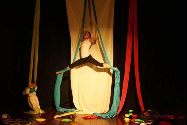 No Espaço Cultural Mapati, alunos têm aulas com o uso de tecidos  (Dayse Hansa/Mapati)