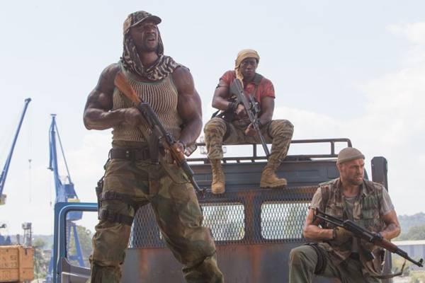 Os mercenários 3 reúne time de fortões, liderados por Sylvester Stallone  ( Phil Bray/Califórnia Filmes/Divulgação)