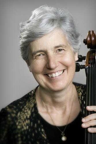 A violoncelista Barbara Thiem é uma das instrumentistas que tocam hoje na Thomas Jefferson