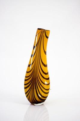 O vidro é a principal material da exposição em cartaz na Caixa Cultural (Marco Lopes/Divulgação)