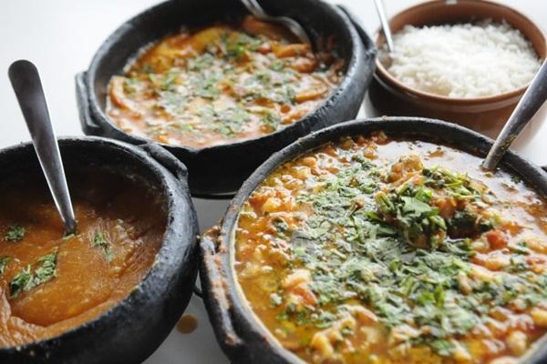 Os pratos capixabas são feitos e servidos nas tradicionais panelas de barro (Bruno Peres/CB/D.A Press)
