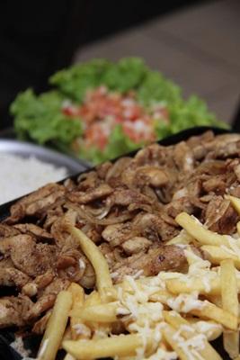 O frango com batata do Empório Lima é servido nas versões petisco e refeição  (Ana Rayssa/Esp. CB/D.A Pres)