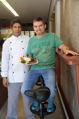 Max Nascimento e João Paulo de Luca, chef e proprietário do Magrelas Café (Foto. Ana Rayssa/Esp. CB/D.A Press)