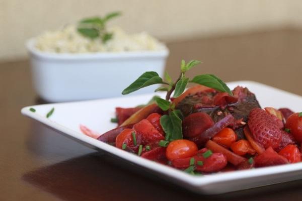 Filé Mignon, ao de frutas vermelhas com arroz de erva e castanhas (Rodrigo Nunes/Esp. CB/D.A Press)