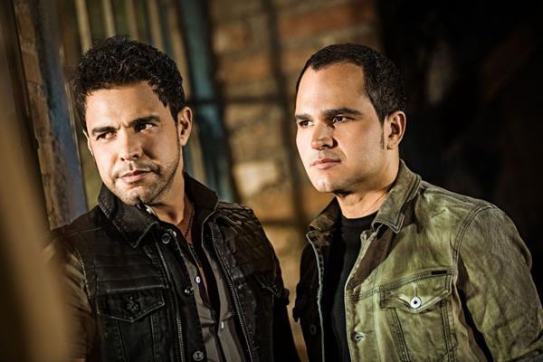 A dupla Zezé di Camargo & Luciano traz a turnê do disco Flores em vida (DP Comunicação e Marketing/Divulgação)