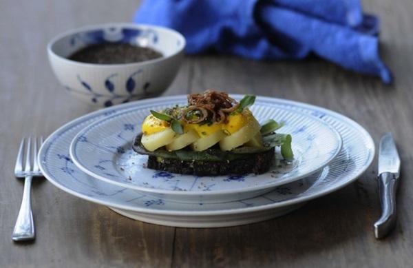 Sanduiche aberto - Smorrebrod de batata (feito com sal defumado) (Carlos Moura/CB/D.A Press)