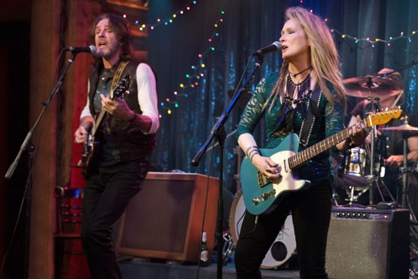 Meryl Streep aprendeu a tocar guitarra para o papel (Sony/Divulgação )