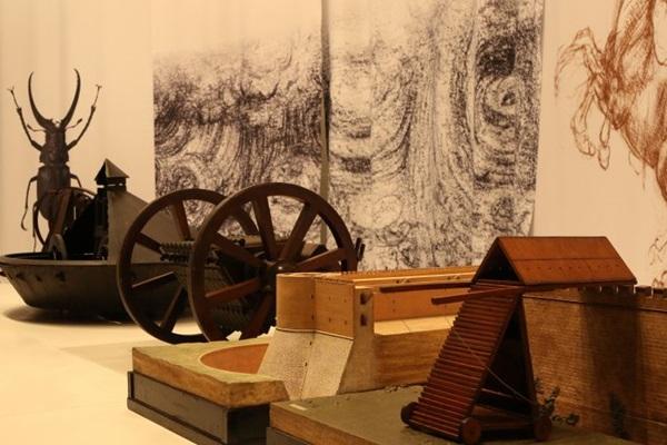 Objetos da mostra revelam as diversas habilidades de Leonardo Da Vinci (Rodrigo Nunes/Esp. CB/D.A Press)