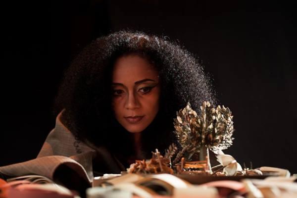 Espetáculo surgiu de trabalho acadêmico da atriz ( Emília Silberstein/Divulgação)