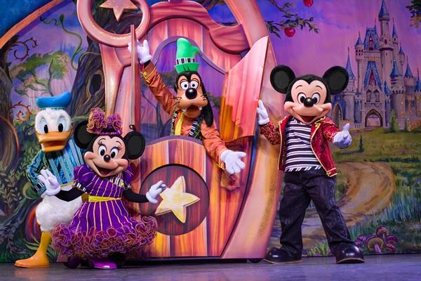 Mickey, Cinderela e Aladdin tem presença confirmada no show (Disney live!/Divulgação)