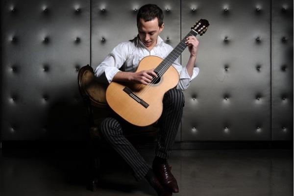 Aliança Francesa/Divulgação (Thibault Cauvin faz apresentação única e mostra por que é considerado um dos melhores músicos da sua geração)