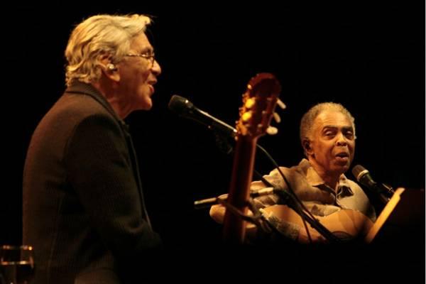 Depois de três anos, Caetano Veloso e Gilberto Gil voltam a dividir o palco na capital  ( Viola Júnior/Divulgação)