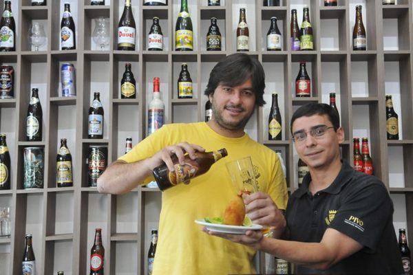 Fábio Coelho e a cerveja de trigo fabricada em Goiânia: tradição alemã faz sucesso em solo brasileiro  (Minervino Junior/CB/D.A Press)
