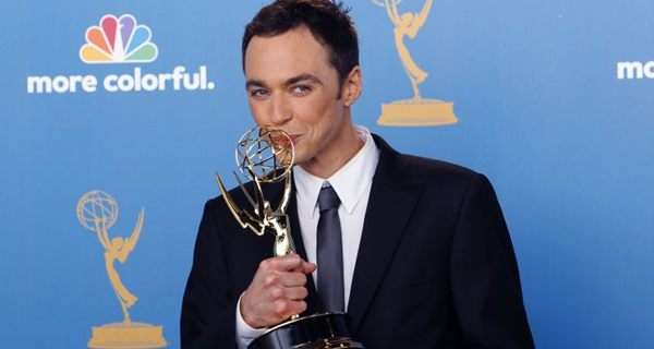 Jim Parsons acumula 4 estatuetas do Emmy e um Globo de Ouro por sua performance na série (DANNY MOLOSHOK)