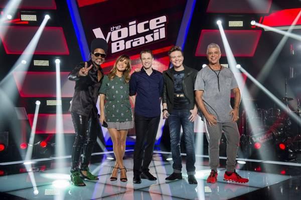 O quarteto de jurados e o apresentador Tiago Leifert: a disputa começa quinta-feira  ( Globo/João Miguel Júnior)