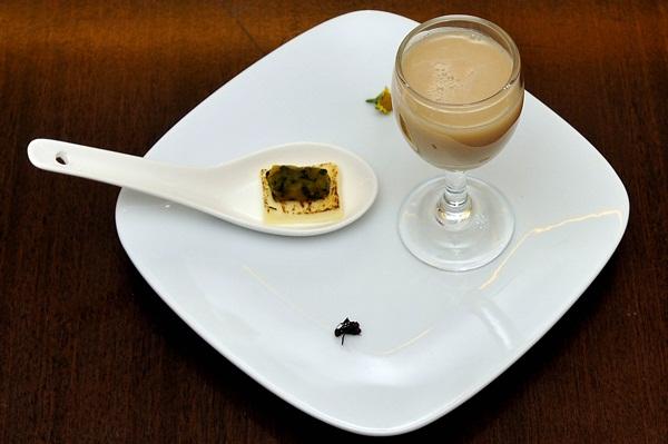Sobremesa com flor de jambu do Restaurante Jambu na Vila Planalto (Antonio Cunha/CB/D.A Press)