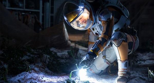 Um ano depois de Interestelar, Matt Damon volta a ficar à deriva no espaço, em Perdido em Marte ( Crédito: 20th Century Fox/ Divulgação)
