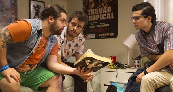 Rodrigo Pavon e Francisco Guarnieri (D) estrelam a série da Warner ( Warner/Divulgação)