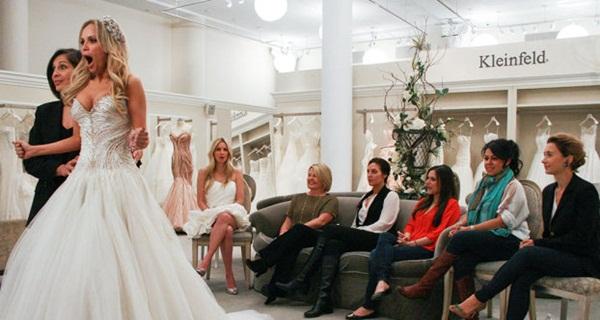 Em O vestido ideal, as noivas são levadas em uma loja para escolher ao lado da família e dos amigos (TLC/ Divulgação)