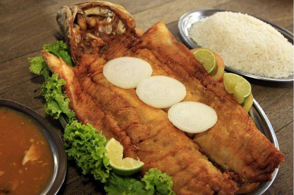 A traíra é servida com arroz, pirão e salada em quatro tamanhos diferentes. (Claudio Reis/Esp. CB/D.A Press)