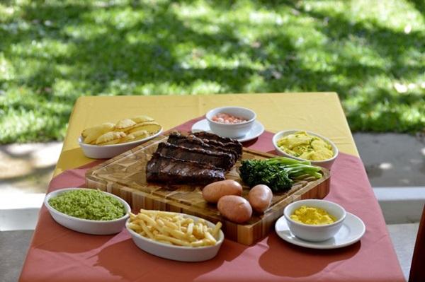 Teen beef e acompanhamentos: fartura é palavra de ordem no BSB Grill (Gustavo Moreno/CB/D.A Press)