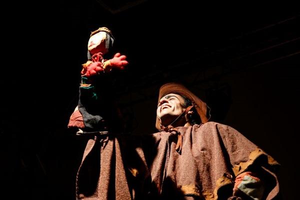 O espetáculo Vaqueiro e o bixo froxo faz parte da programação do festival  (Ligiane Braga/Divulgação)