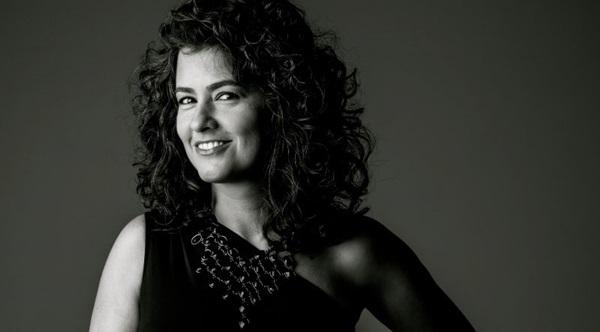 Após quatro anos de produção, Gabriela Doti apresenta os dois álbuns novos no teatro Caixa Cultural (Paula Ragucci/Divulgação)