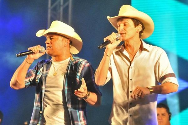 A dupla Pedro Paulo e Matheus se apresenta na Bamboa (Antonio Cunha/Esp)