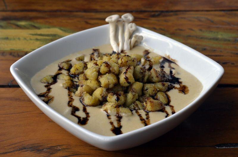 Nhoque de banana-da-terra ao molho de cogumelos frescos, azeite trufado e aceto balsâmico, do El Negro (Marcelo Ferreira/CB/D.A Press)