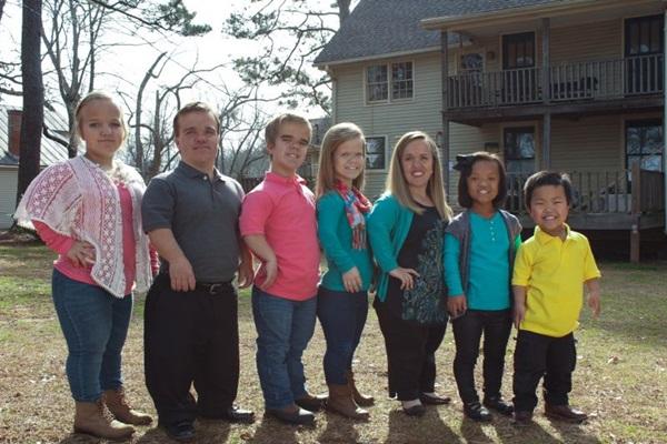 A família Johnstones mostra as dificuldades de  ser pequeno (TLC/Divulgação)